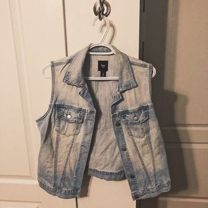 Sleveless jean jacket • The GAP